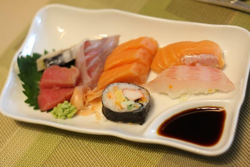 日本食物-寿司和生鱼片 库存照片