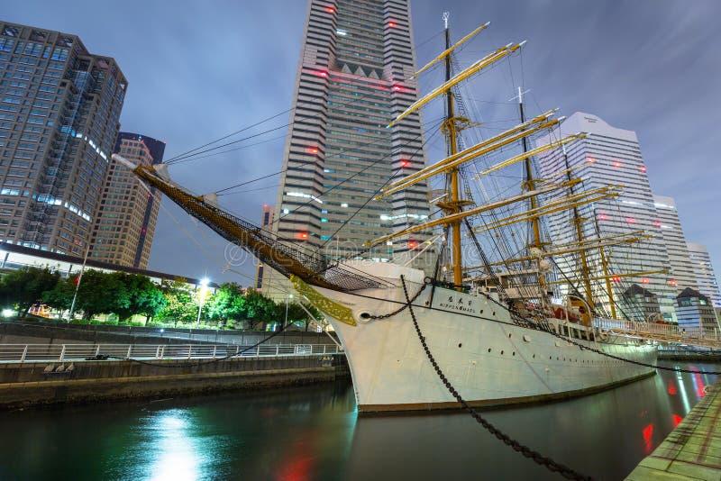 日本Maru帆船在横滨在晚上,日本 库存图片