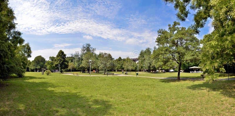 日横向公园夏天 风景 免版税库存图片