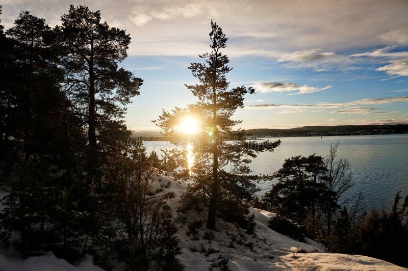 日落、雪和海 免版税库存照片