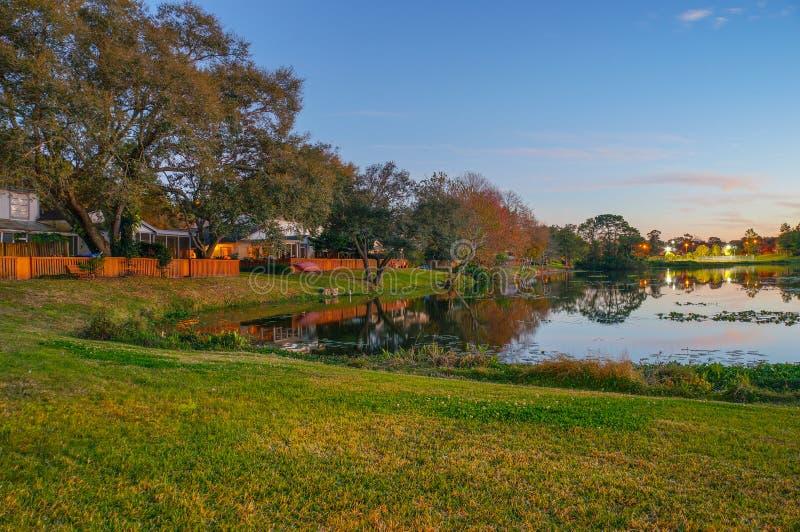 日落、鸟和一个小湖在佛罗里达 免版税库存照片