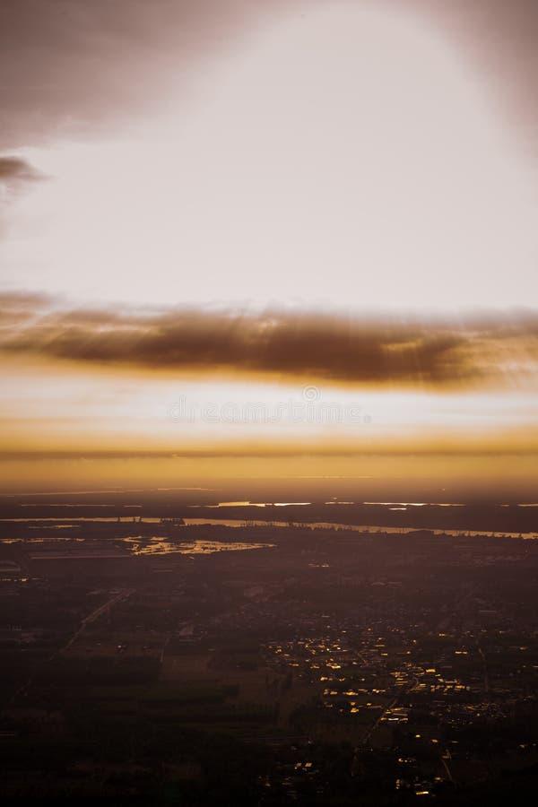 日落下来 免版税图库摄影