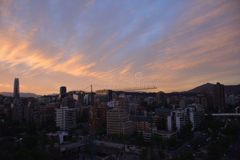日落云彩和都市风景 免版税库存图片