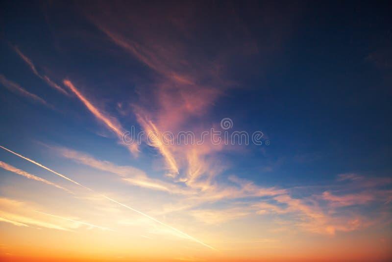 日落剧烈的天空云彩 免版税库存照片
