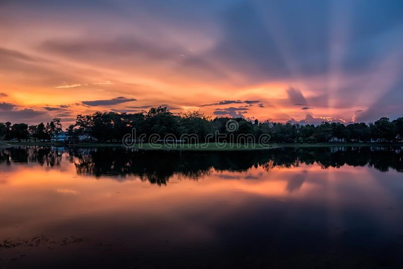 日落和湖 图库摄影