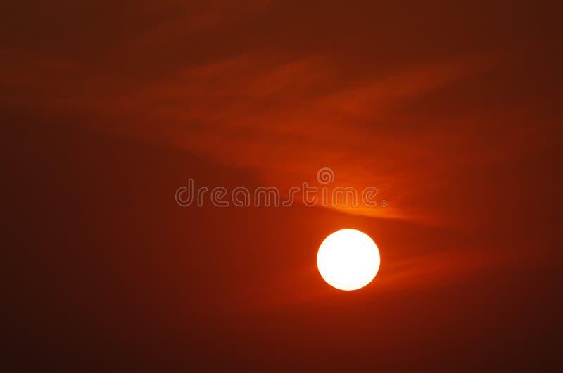 日落和黎明玫瑰色云彩  库存图片