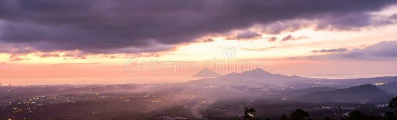 日落在万鸦老市,北部苏拉威西岛 免版税图库摄影