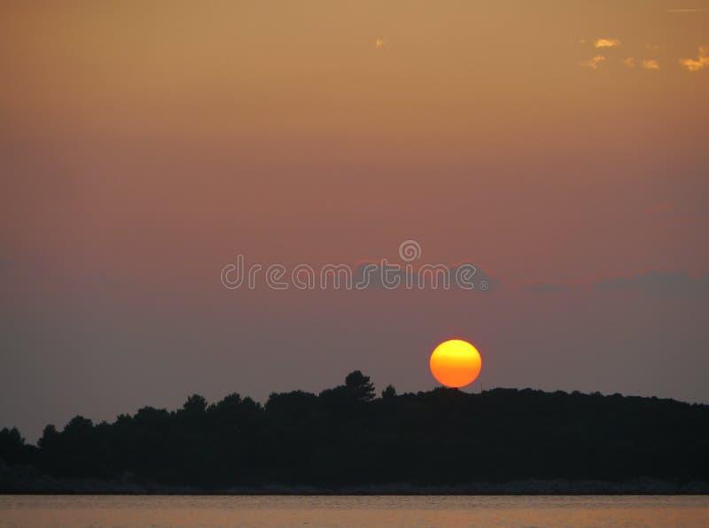 日落在克罗地亚的亚得里亚海 免版税图库摄影