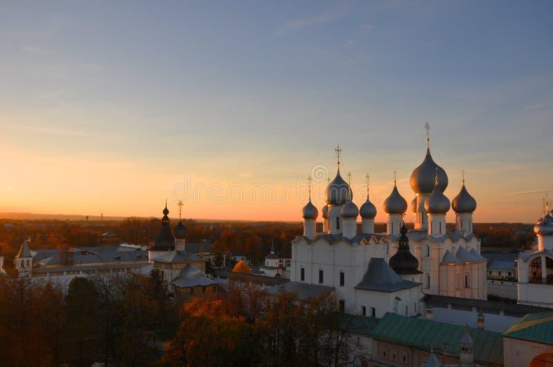 日落在克里姆林宫在罗斯托夫伟大 免版税库存照片