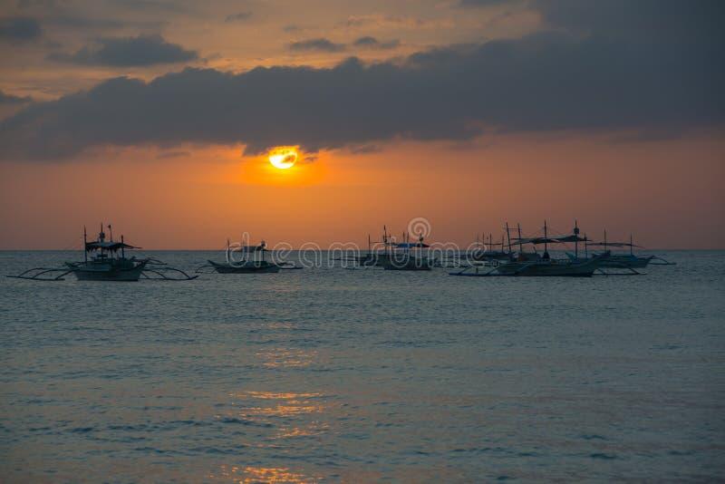 日落在博拉凯海岛,菲律宾 免版税库存照片