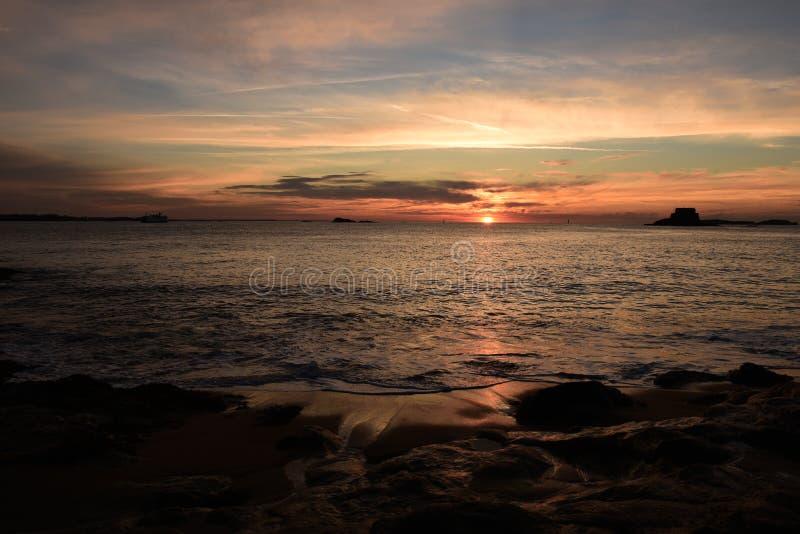 Download 日落在圣马洛湾 库存照片. 图片 包括有 问候, 日落, 黄昏, 全部, 著名, 春天, 天空, 圣徒, 海洋 - 72358308