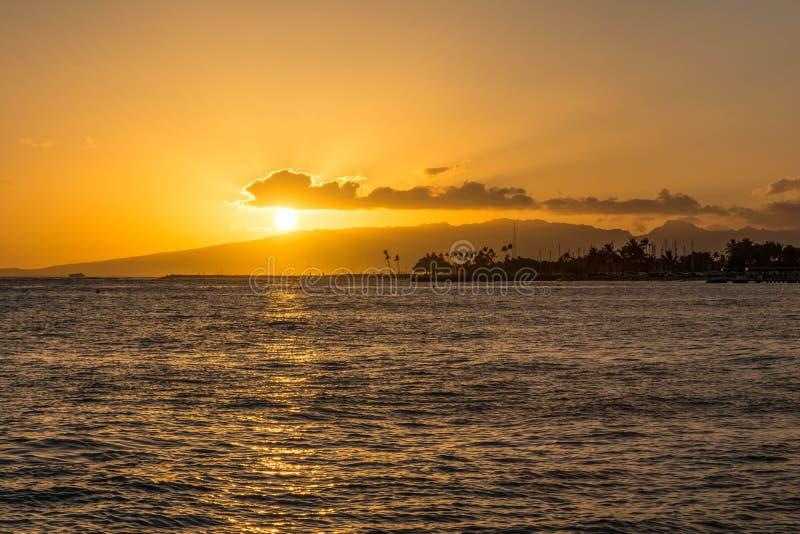 日落在威基基,夏威夷 免版税图库摄影