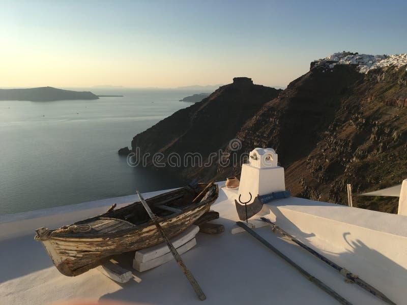 日落在希腊语santorini的海岛 库存图片