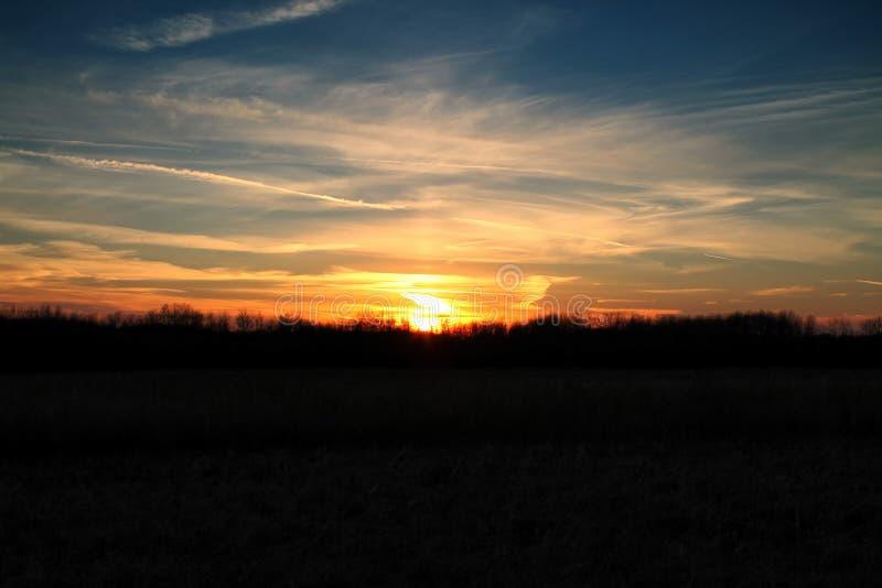 日落在明尼苏达在一个秋天晚上 库存照片