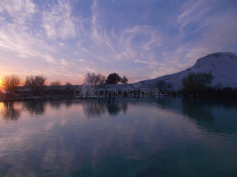 日落在有河风景的棉花堡 图库摄影
