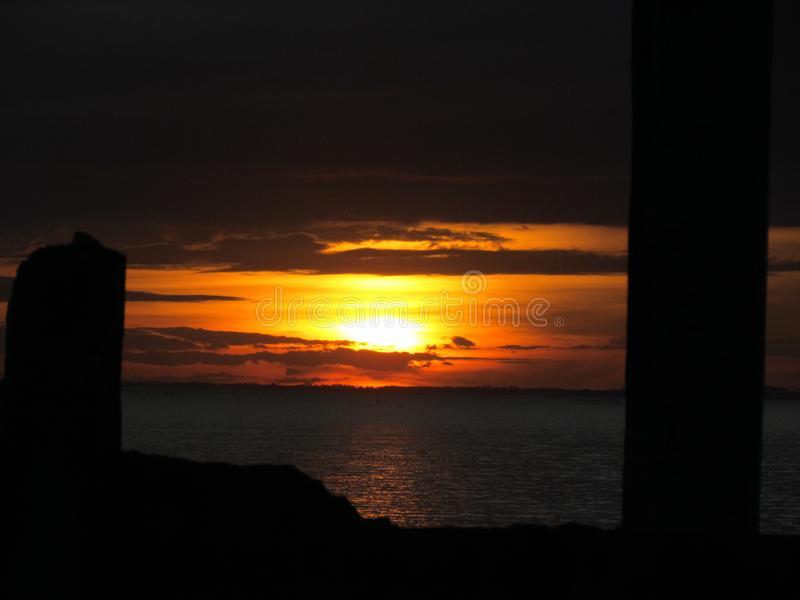 日落在海洋的菲律宾 免版税库存图片