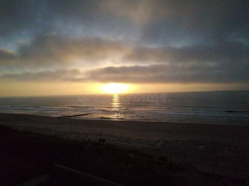 日落在海洋 库存照片