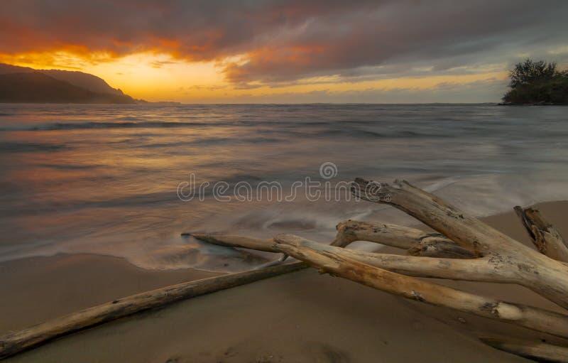 日落在考艾岛 免版税库存照片