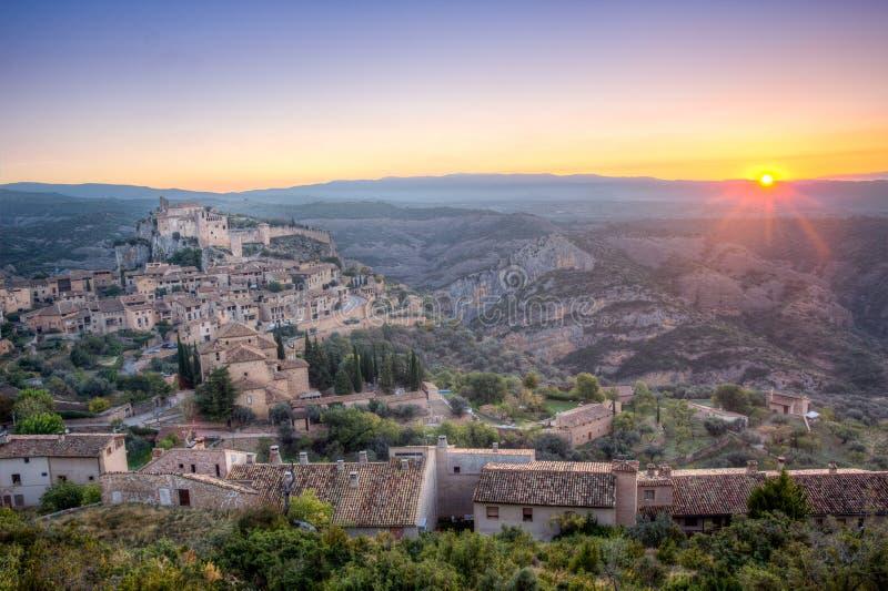 日落在西班牙mmedieval村庄 库存照片