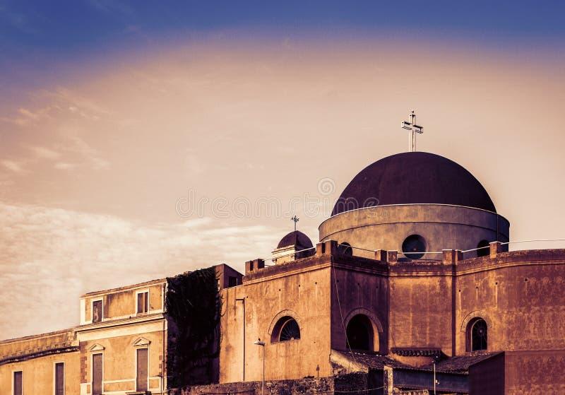 日落在西西里岛,古老大教堂的片段,卡塔尼亚的看法  免版税库存图片