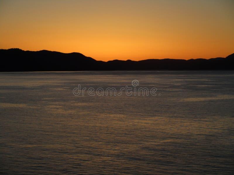 日落在运输渠道内的阿拉斯加 库存图片