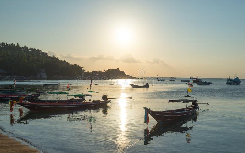日落在酸值陶海岛,苏梅岛,泰国的沿海视图 免版税库存图片