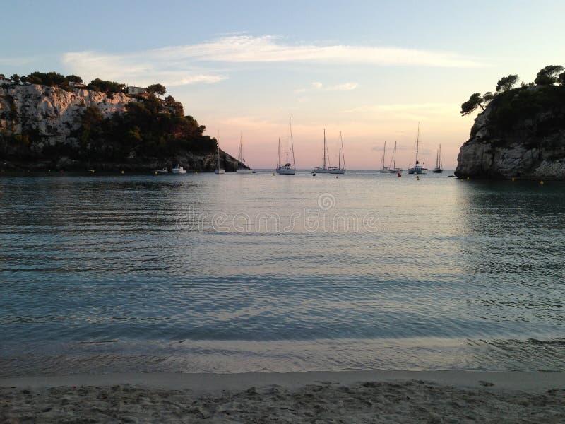 日落在Cala Galdana, Menorca海岛,西班牙 免版税库存照片