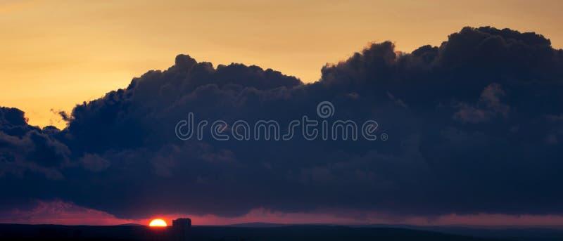 日落天际云彩缤纷,建图5 库存图片