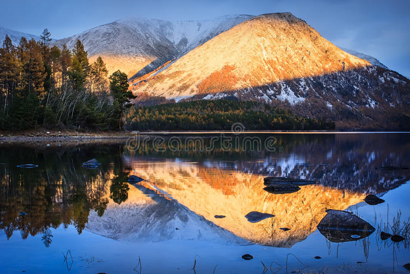 日落小条在Baikal湖的 免版税库存照片