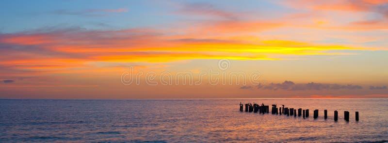 日落或日出风景,美好的自然全景  免版税库存照片