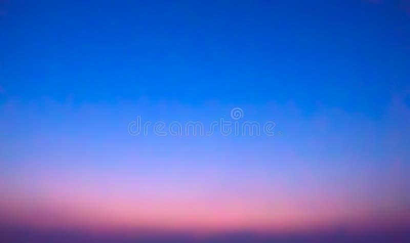 日落日出喜欢,与生动的洋红色和蓝色颜色,抽象梯度背景/背景 免版税库存照片