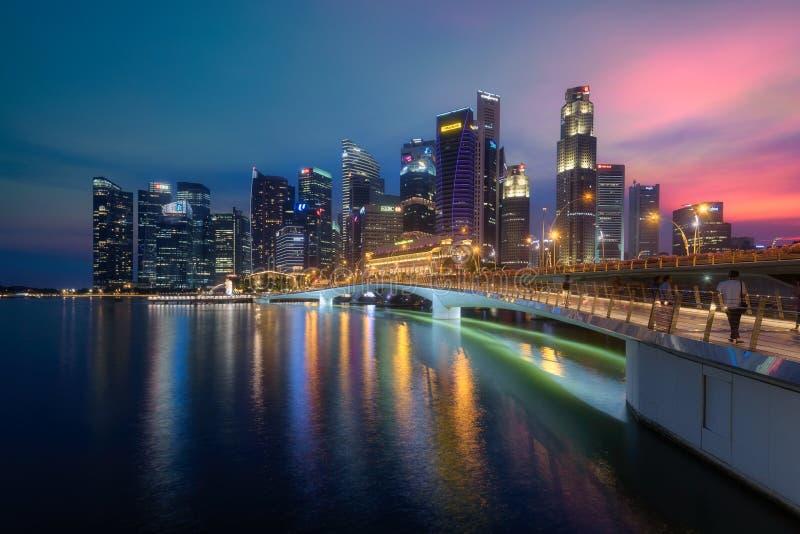 日落时分新加坡中央商务区 免版税库存照片