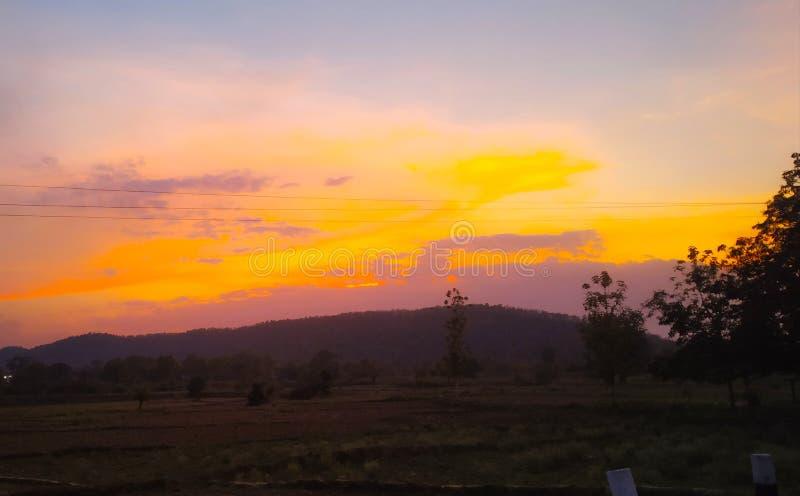 日落时间美丽的颜色天空 免版税库存图片