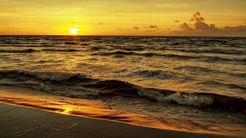 日落橙色天空沿海 库存照片