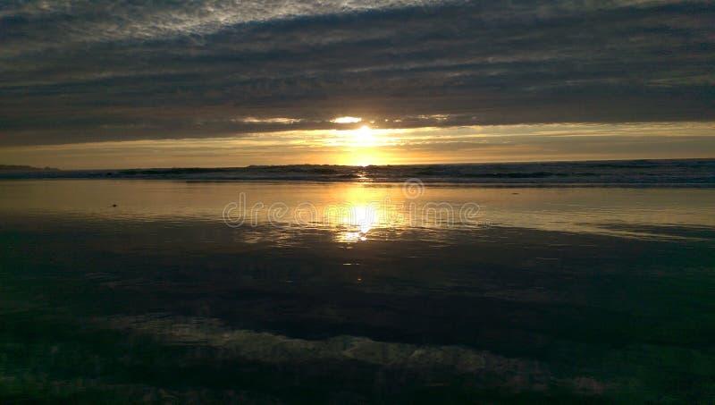 日落沙子反射 库存图片