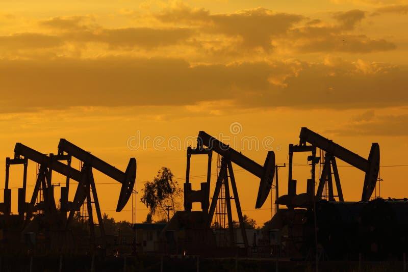 日落油泵起重器 免版税库存照片