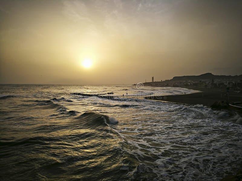 日落海滩在马拉加太阳海岸西班牙 免版税库存照片