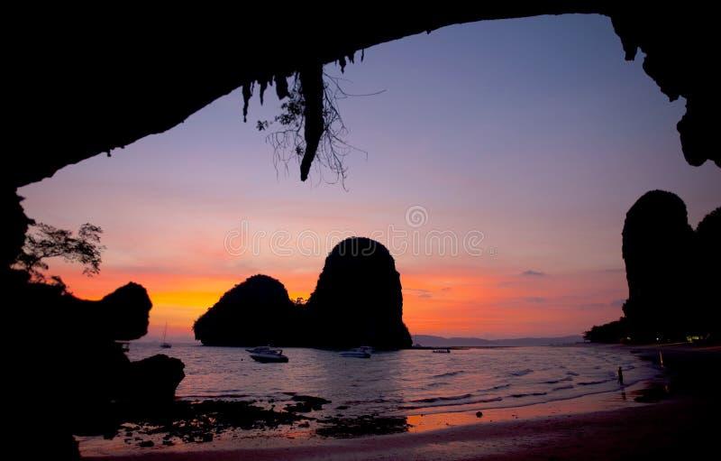 日落海滩Krabi泰国旅途概念 免版税库存图片