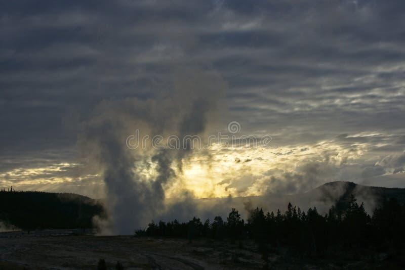 日落爆发在黄石公园 免版税图库摄影