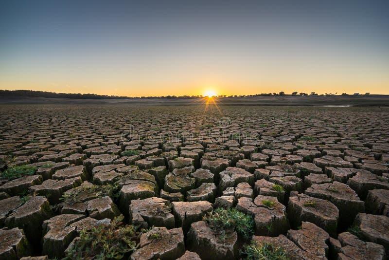 日落的一条干燥河 免版税库存图片