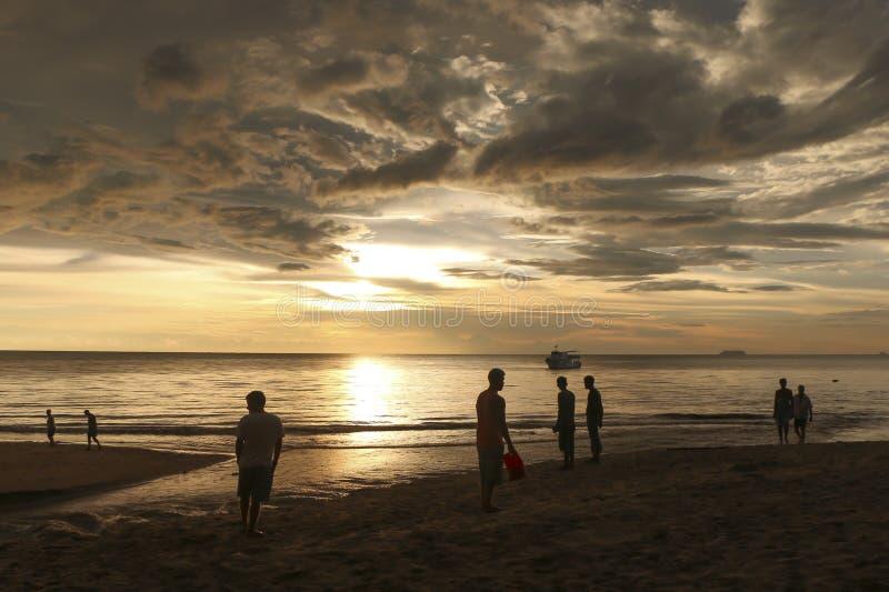 日落的人们在酸值朗塔,泰国 库存图片
