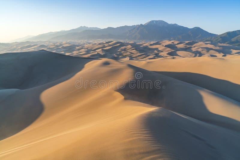 日落的伟大的沙丘国家公园,科罗拉多,美国 图库摄影