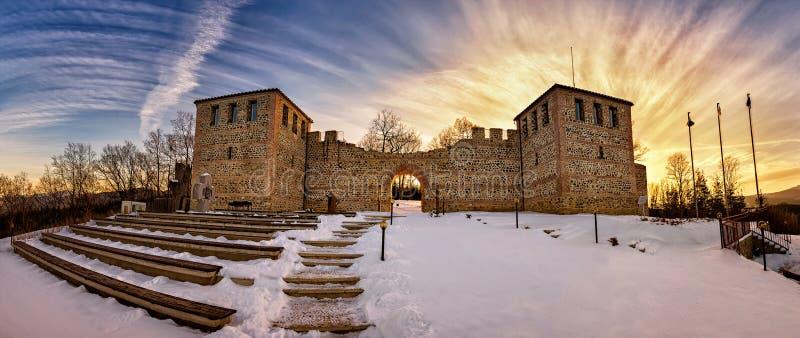 日落的古老堡垒 免版税库存照片