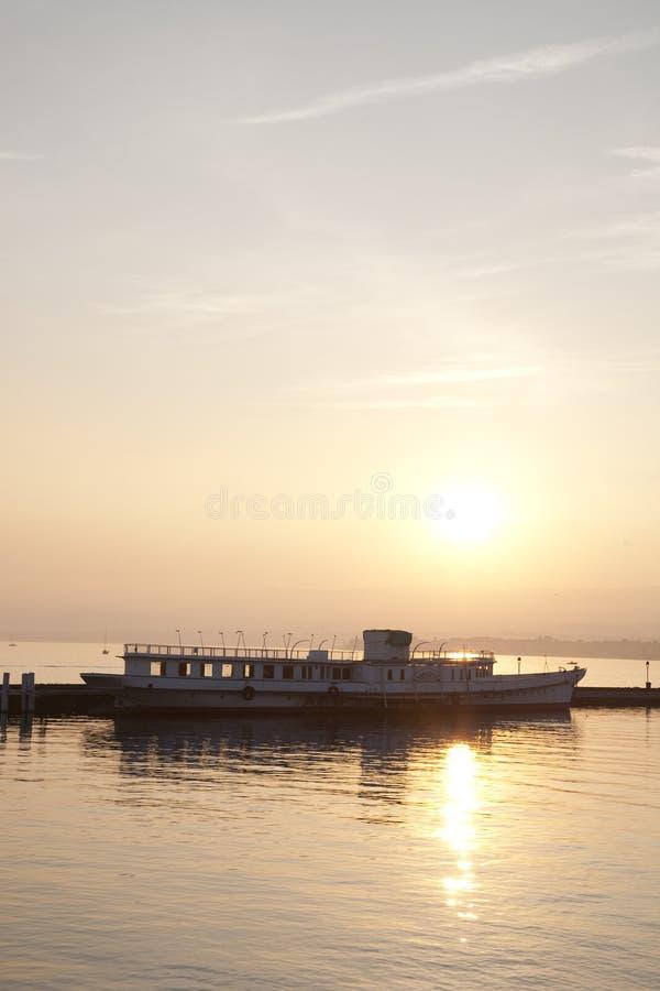 日落的日内瓦湖; 洛桑 库存图片