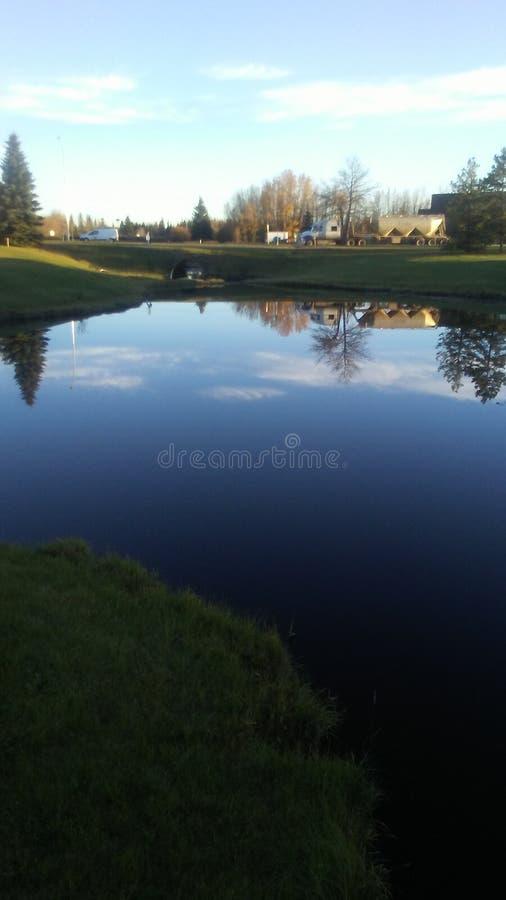日落的池塘 库存照片