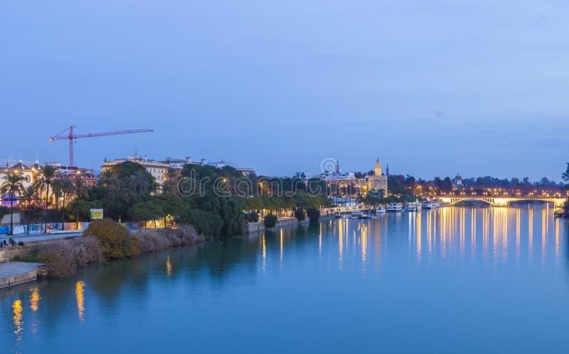 日落的瓜达尔基维尔河,塞维利亚,西班牙 库存图片