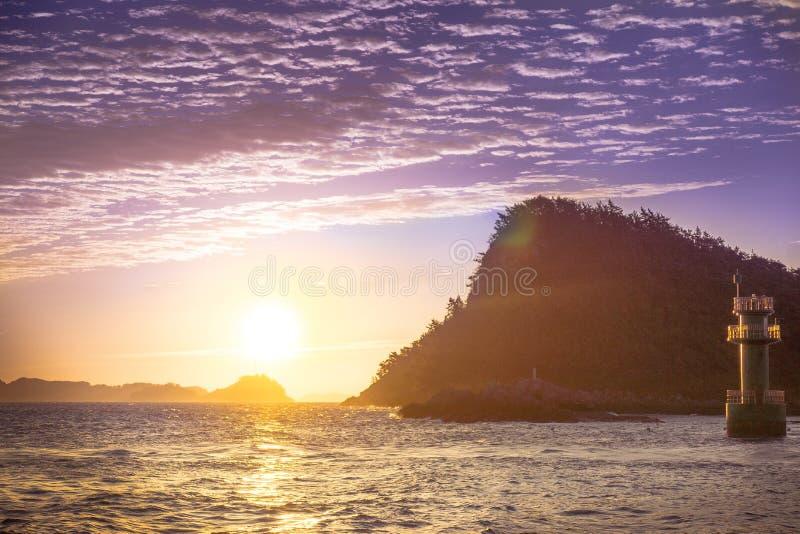 日落的看法在小海岛上的 免版税库存图片