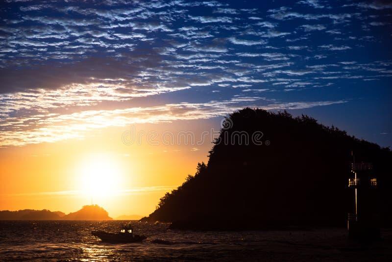日落的看法在小海岛上的 库存图片