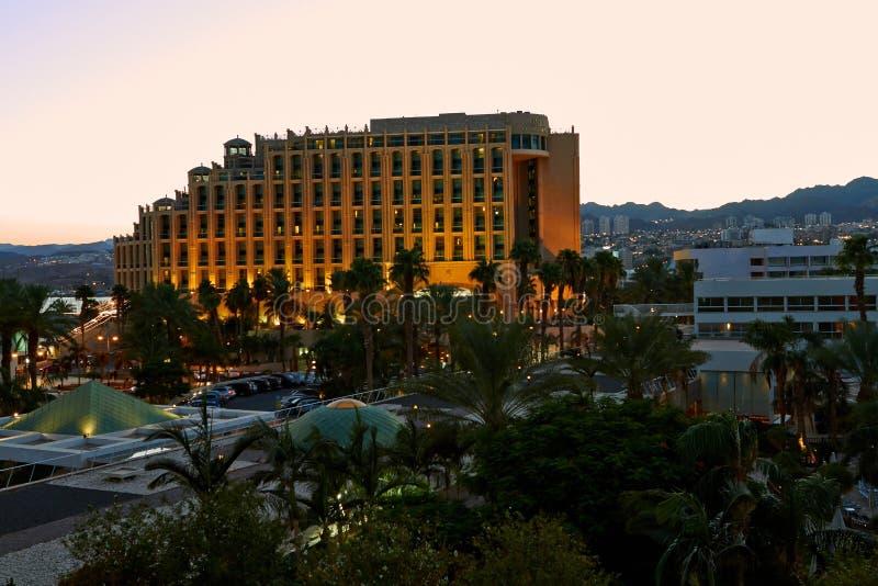 日落的看法在旅馆的在埃拉特 免版税库存照片