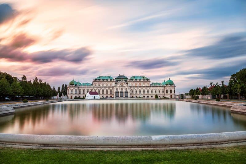 日落的眺望楼宫殿在维也纳,奥地利 免版税库存图片